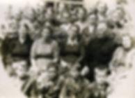 Выпускники и учителя Больше-Бобровской неполной средней школы. Фото 1960 г.