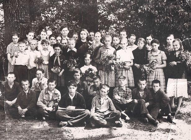 Ученики Курбакинской средней школы. Фото 1970-х гг. (из личного архива Л.П.Ольховской)