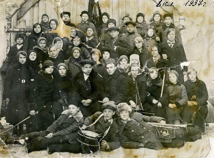 Михайловская средняя школа, 8-й класс. Фото 1937 год