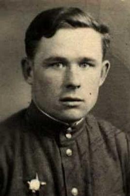 Птицын Григорий Тихонович, лейтенант, участник ВОВ (фото https://pamyat-naroda.ru)