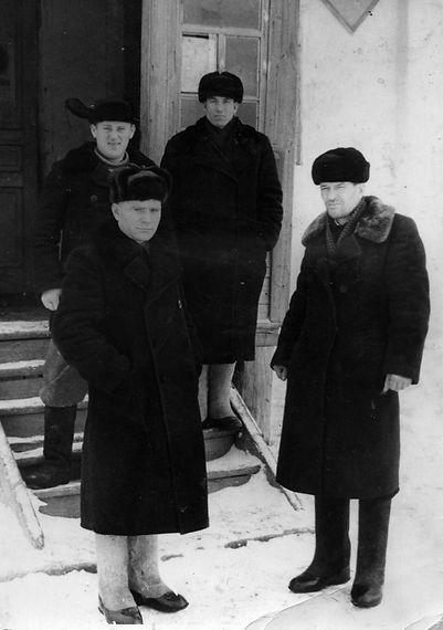 """Руководство колхоза """"Ленинский путь"""". Фото 1954 г."""