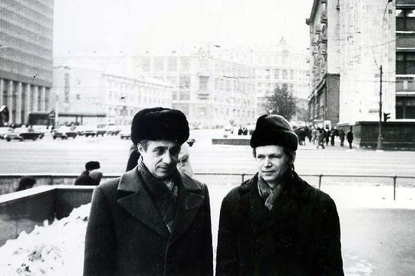 Шурукин Дмитрий Исаевич (слева), руководитель в партийоной и производственной сферах, с Обыденниковым Семеном Ивановичем, кадровым военным и учёным. Фото 1980 г., Москва.