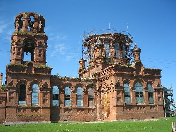 Пятницкий храм в селе Погорельцево в период восстановления. Фото 2012 г.