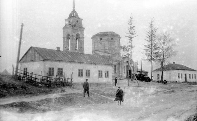 Богословская церковь в сл. Михайловке. Фото 1950 г. ( Из архива Вронских)