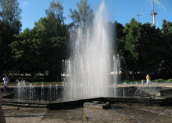 Фонтан в городском парке. Фото 1990-х гг.