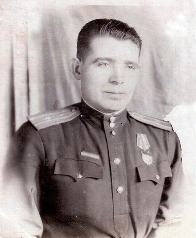 Махонин Иван Емельянович,  участник ВОВ, подполковник. Фото 1944 г. (из личного архива семьи Махониных)
