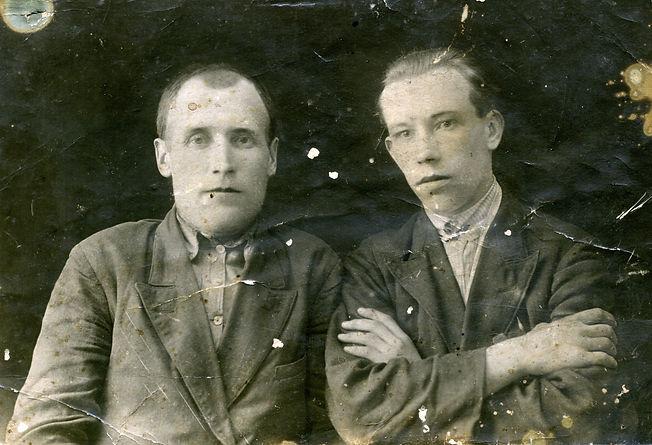 Наумочкин Василий Кузьмич (справа), житель с.Трояново. Фото 1936 г.
