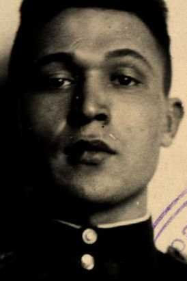 Токмаков Петр Иванович, лейтенант, участник ВОВ (фото https://pamyat-naroda.ru)
