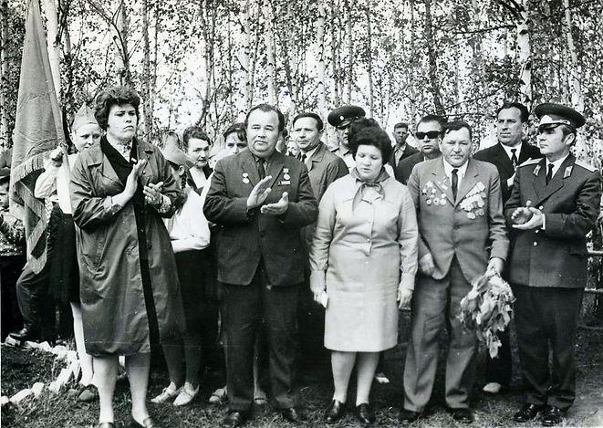 Митинг у братской могилы в Гремячем. Фот