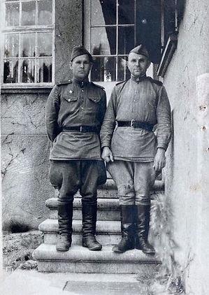 Барчуков Яков Максимович (слева), кавале