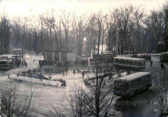 Начало ул. Ленина. Кольцо возле старой автостанции