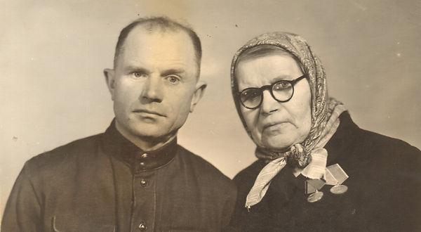 Диканова Пелагея Степановна с сыном Евгением. Фото 1 мая 1968 г.