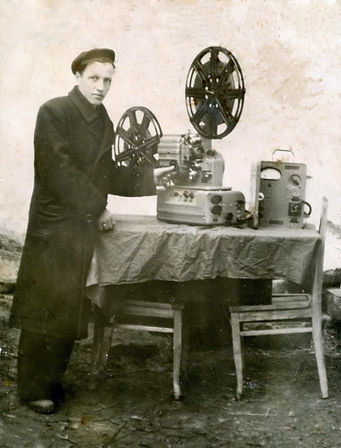 Лунев Петр АлександровЛунев Петр Александрович, киномеханик. Фото 1960-х гг.ич, киномеханик. Ф