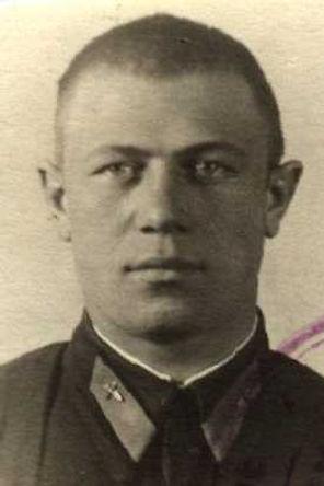 Семенов Андрей Борисович,ст.лейтенант, кавалер ордена Красного Знамени, погиб в 1944 г. (фото https://pamyat-naroda.ru) 