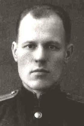 Чумаков Виктор Георгиевич, капитан, участник ВОВ, (фото https://pamyat-naroda.ru)