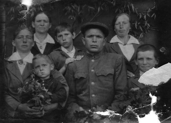 Сухочев Семен Гаврилович, участник ВОВ, в кругу семьи