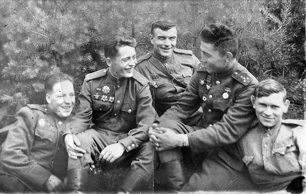 Лепехов Никита Ксенофонтович (в центре)