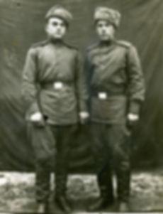 Наумочкин Михаил Кузьмич (справа), житель с.Трояново, участник ВОВ