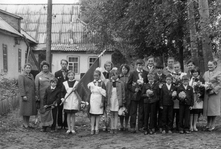 Торжественная линейка в Андросовской школе 1 сентября 1987 г.