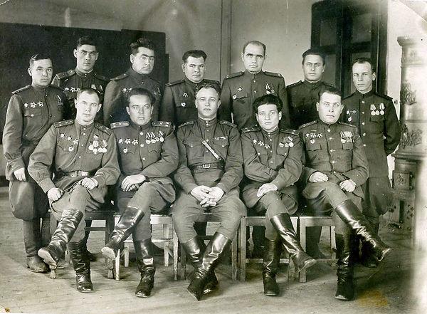 Черкаев Иван Павлович ( стоит крайний сл