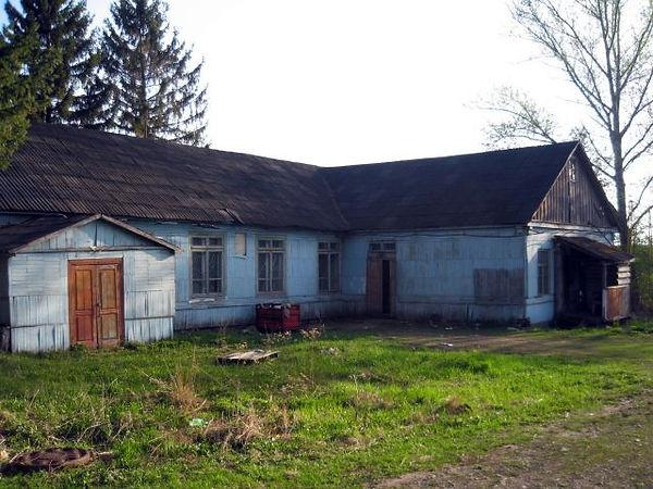 Здание школы в с. Разветье на месте бывшей церкви. Фото 2012 г.