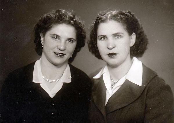 Сучелева Анна Семеновна (слева) и Савина Анна Владимировна