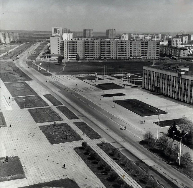 Улица Ленина. Центральная площадь перед Администрацией города