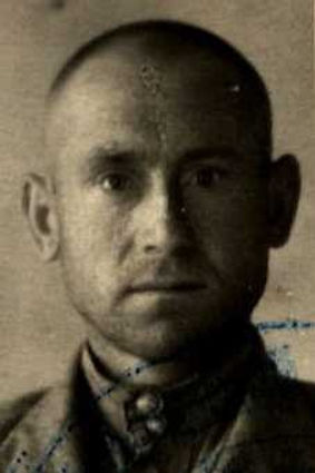 Степанов Илья Лукьянович, лейтенант, участник ВОВ (фото https://pamyat-naroda.ru) 