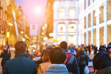 people-crowd-walking-on-busy-street-VMTJ