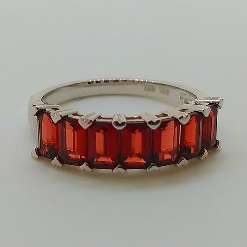 Emerald Cut Vermelho Garnet Sterling Silver 7-Stone Band Rin