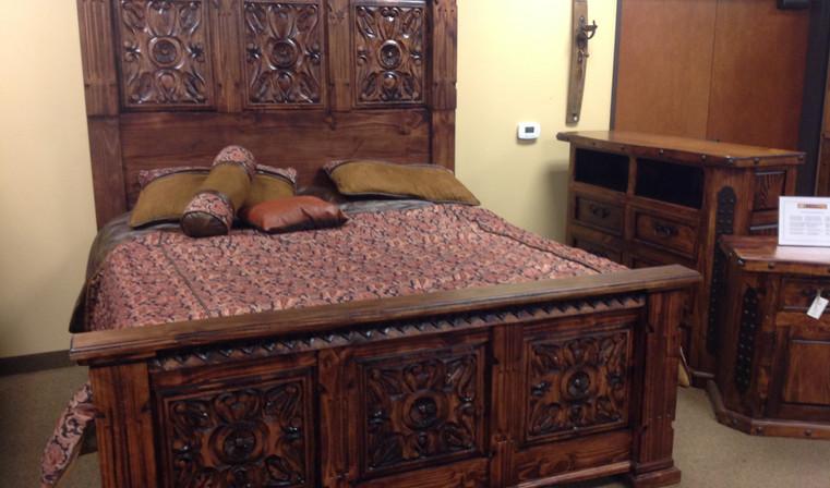 LMT ZLUNA-REC-43 King Carved Ombre Bed.j
