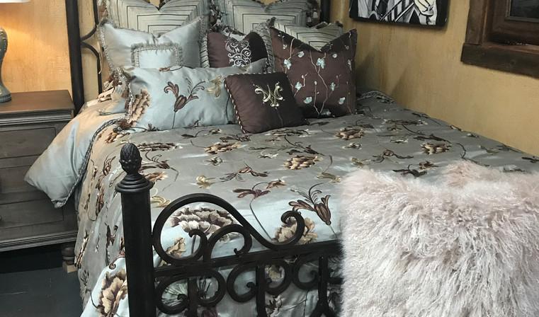 Queen Castille Iron Bed & Bedding Ensemb
