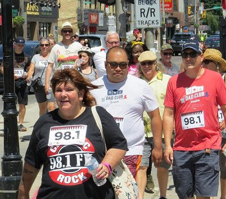 'RUNNERS' BRAVE THE HEAT FOR DAD CLUB