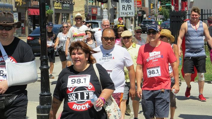 People in marathon.