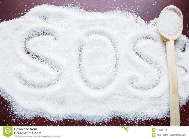 le-mot-sos-écrit-sur-un-sucre-couvert-et