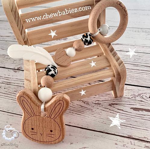 נשכן לתינוק   התפתחות התינוק   מחזיק מוצץ   צעצוע עגלה    Chew Babiez