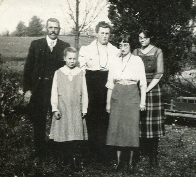 Lucy (Mayo) Hunt family photo