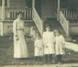 Newman Harvey daughters & granddaughter photo