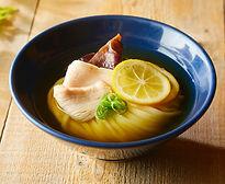 冷かけうどん+鶏チャーシュー+沖永良部島産きくらげ +メイヤーレモン