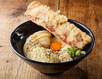 釜たま+十勝パルメザンチーズ+バター・ペッパー+ベーコン天 一、二〇〇円