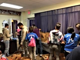 students packing food