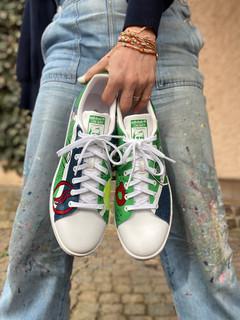 Custom sneakers - Stan(d) strong framifrån