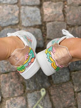 Custom sneakers - Who let tthe dogs out hälarna
