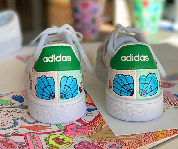 Custom sneaker - Kawaii hälparti