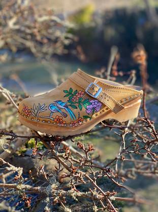 Custom clogs - Birds of paradise rosa i träd