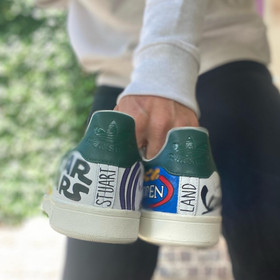Custom sneakers - Stuart land hälar
