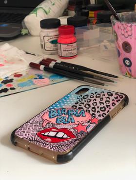 Handmålat personligt mobilskal bla bla bla