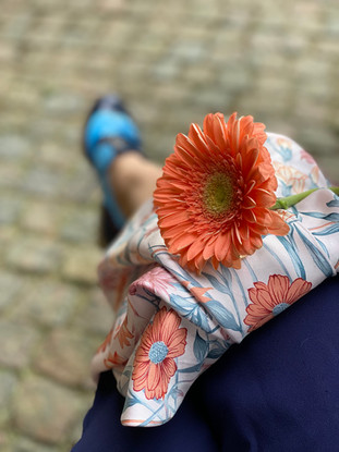Kostymsko Jim Thomson - med blomma