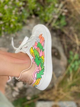 Custom sneakers - Who let tthe dogs out höger utsida