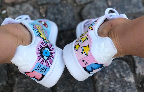 Custom sneaker Pop art hälparti